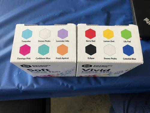kuvassa molemmat väri boksit tilatessa tästä kyseessä vivid setti